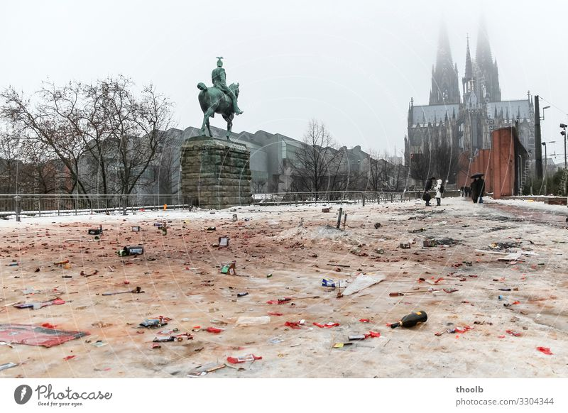 Remains of New Year's Eve in the snow at Cologne Cathedral Tourism Sightseeing Winter Snow Culture Environment Climate Climate change Fog Town Church Dome