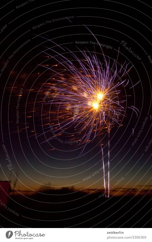 fireworks Firecracker New Year's Eve Pyrotechnics Star (Symbol) Bang Explosion Sky Heaven Night sky Dark Feasts & Celebrations Party