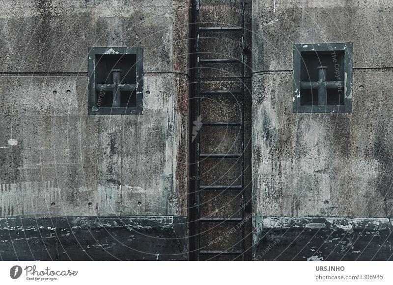 Leiter und Fenster an der Kaimauer Green Black Stone Brown Gray Metal