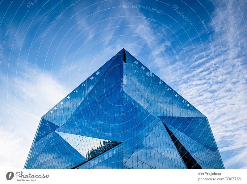 Cube at berlin central station Shadow Cool (slang) Force Brave Exceptional Success Determination Hip & trendy Sightseeing Manmade structures Tourism Deserted