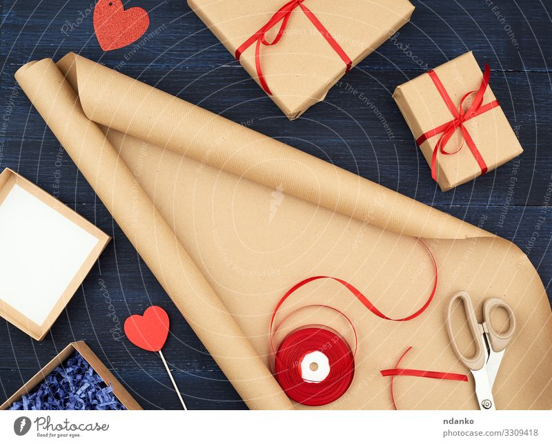 roll of brown kraft packaging paper Blue Red Wood Yellow Feasts & Celebrations Brown Design Decoration Birthday Heart Gift Paper String Wedding Rope