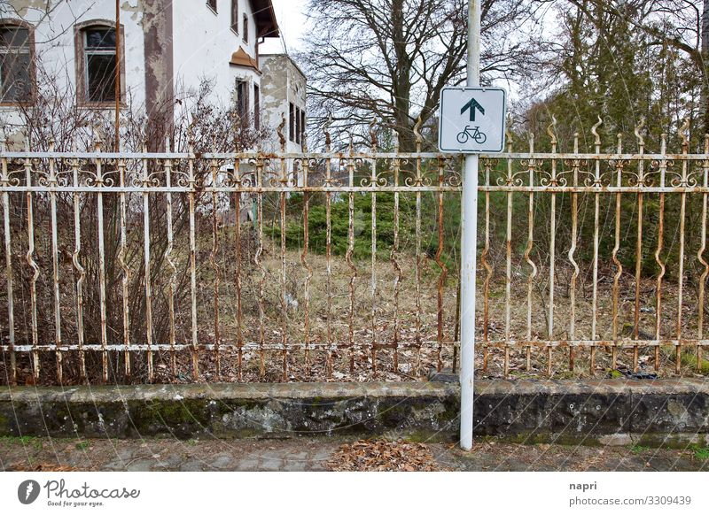 Over a fence Grünheide Brandenburg Village Cycling Sidewalk Irritation Fence Territory Direction Lanes & trails Barrier Administration False Decide Conquer