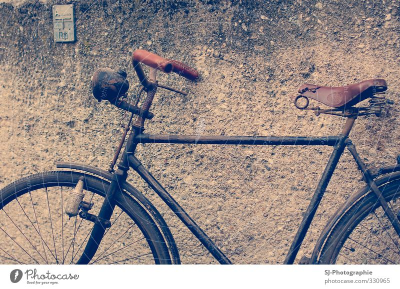 Blue Old Black Wall (building) Brown Bicycle Leisure and hobbies Transport Retro Driving Cycling Cycling tour Vehicle Bicycle frame Means of transport