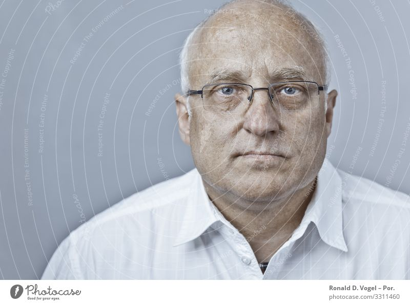 Doctor or manager in white shirt with glasses Human being Masculine Man Adults Father Senior citizen 1 45 - 60 years Shirt Eyeglasses Bald or shaved head