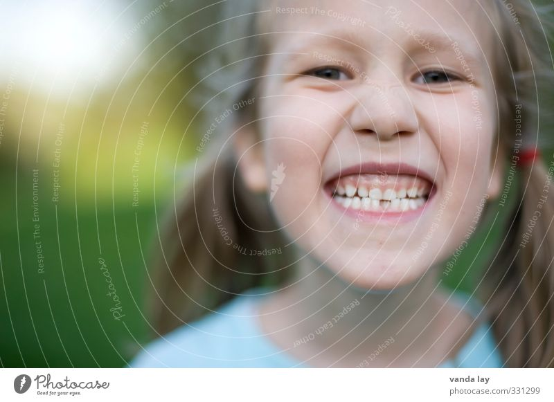 laugh Feminine Child Girl Teeth Milk teeth Schoolchild First day at school Tooth space orthodontist Dentist 1 Human being 3 - 8 years Infancy Smiling Laughter