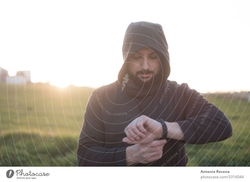 Bearded runner resting after training outdoors Lifestyle Happy Sports PDA Human being Man Adults Observe Fitness Mysterious Runner sportsman hood Arabia