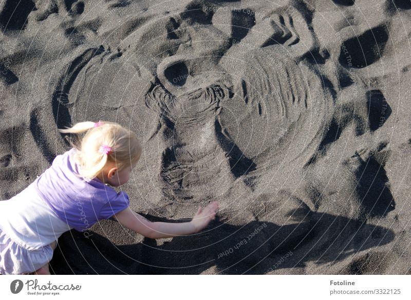 Sand Angel Human being Feminine Child Girl Head Hair and hairstyles Arm Hand 1 Elements Earth Coast Beach Island Happiness Bright Natural Violet Black Tenerife