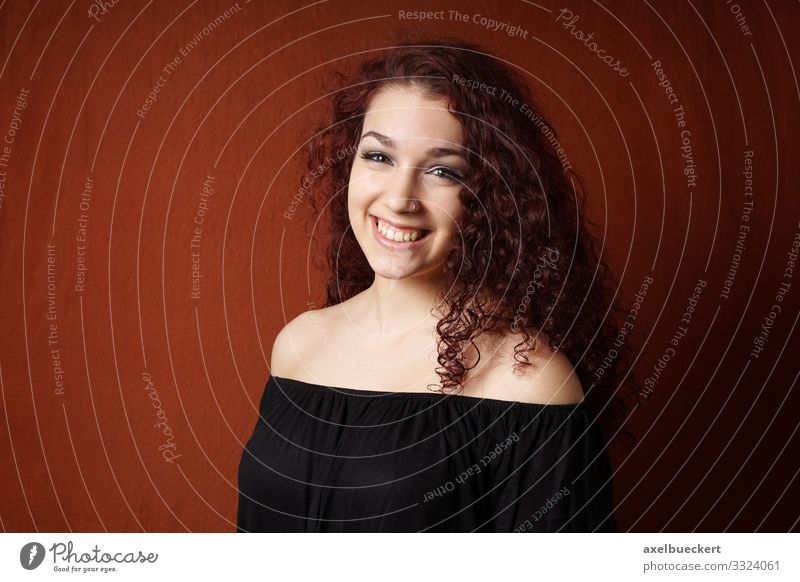 smiling young woman with curly hair Lifestyle Style Joy Beautiful Human being Feminine Young woman Youth (Young adults) Woman Adults 1 13 - 18 years