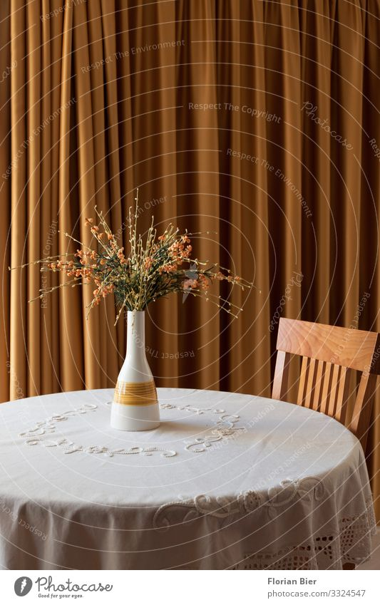 Moved in Vase Table Tablecloth Chair Drape Flower vase Bouquet Stone Wood Blossoming Living or residing Elegant Round Beautiful Yellow Gold Conscientiously