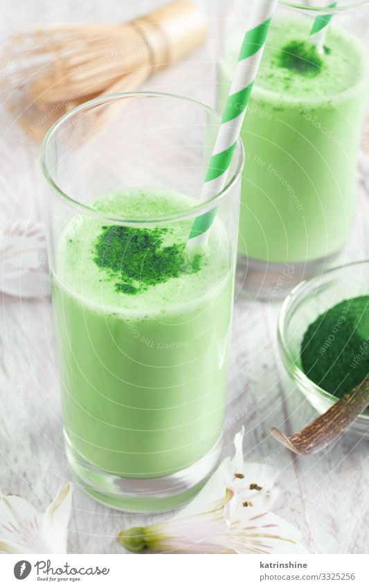 Green matcha milk Nutrition Breakfast Vegetarian diet Beverage Coffee Tea Natural White green matcha foam Froth latte Beater Powder drink antioxidant food