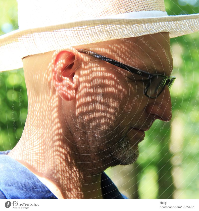 Face of a man in profile with sun hat and shadow pattern on the face Human being Masculine Male senior Man Adults Senior citizen Head Ear 1 45 - 60 years
