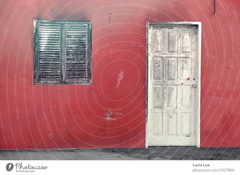 Red wall, old door Village Downtown Old town Deserted House (Residential Structure) Detached house Building Wall (barrier) Wall (building) Facade Window Door