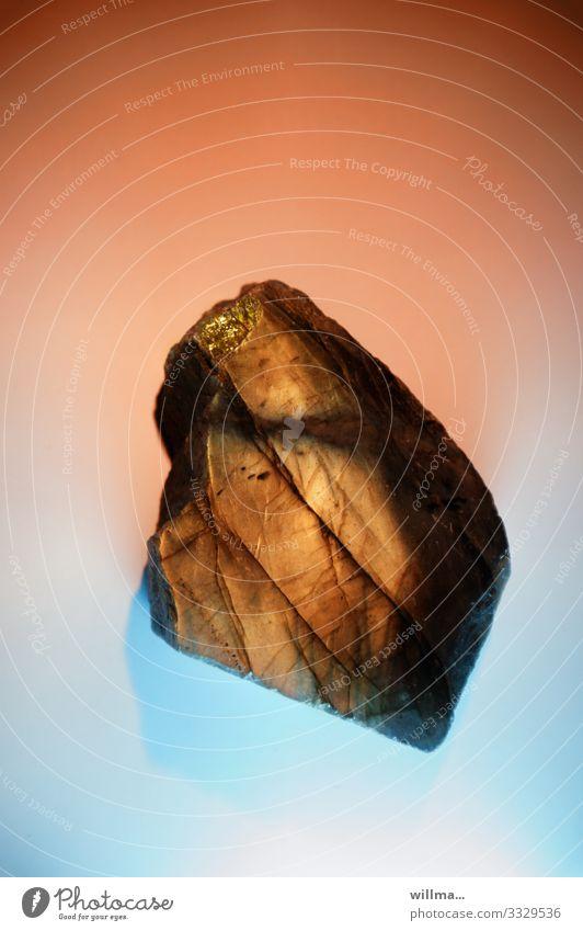 Healing stone labradorite Minerals Labradorite Plagioclase feldspar Oregon sunstone spectrolite mineral stone healing stone Bizarre healing effect Gold