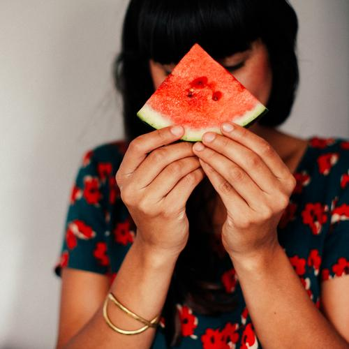 Melon Girl II Human being Feminine Young woman Youth (Young adults) Woman Adults 1 13 - 18 years 18 - 30 years Curiosity Water melon Hide Healthy Eating Dish