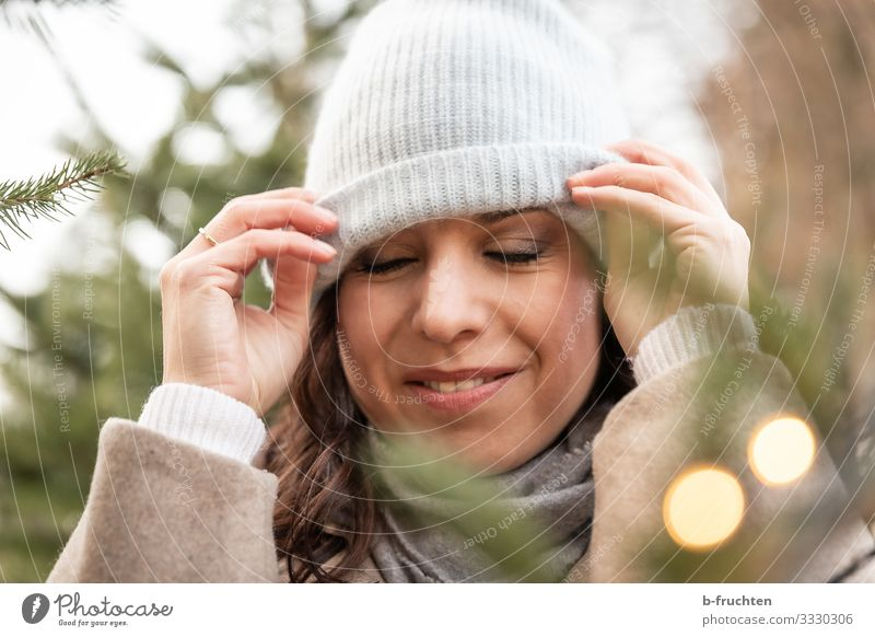 Woman, Portrait, Woolly hat Lifestyle Shopping Elegant Style Harmonious Relaxation Calm Meditation Leisure and hobbies Adults Face 1 Human being 30 - 45 years