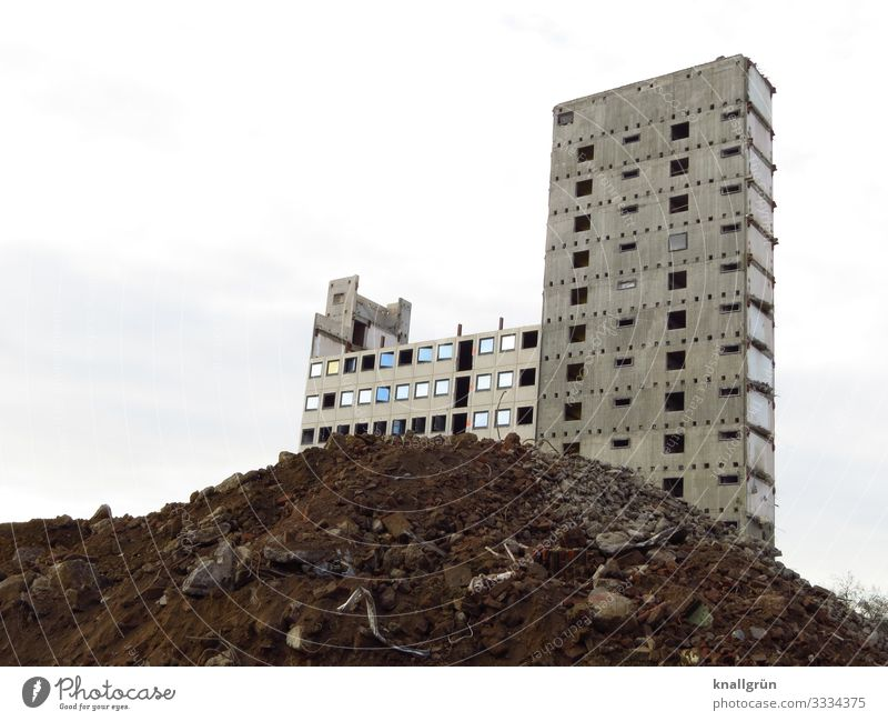 vacancy House (Residential Structure) High-rise Facade Window Trash heap Dirty Dark Sharp-edged Large Tall Broken Town Brown Gray White Decline Transience