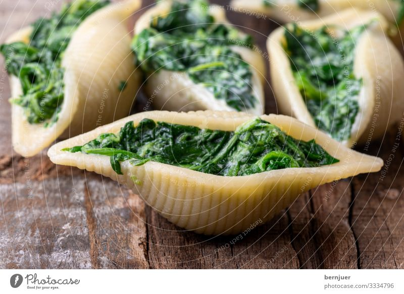 Conchiglini Cheese Vegetable Herbs and spices Dinner Vegetarian diet Mussel Wood Fresh Delicious Green Red White pasta filled Italian boil Sauce Ricotta