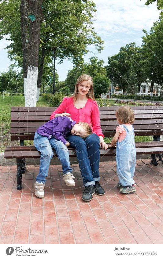 Family has a rest in summer park Leisure and hobbies Child Schoolchild Human being Baby Boy (child) Woman Adults Man Parents Mother Infancy 18 - 30 years