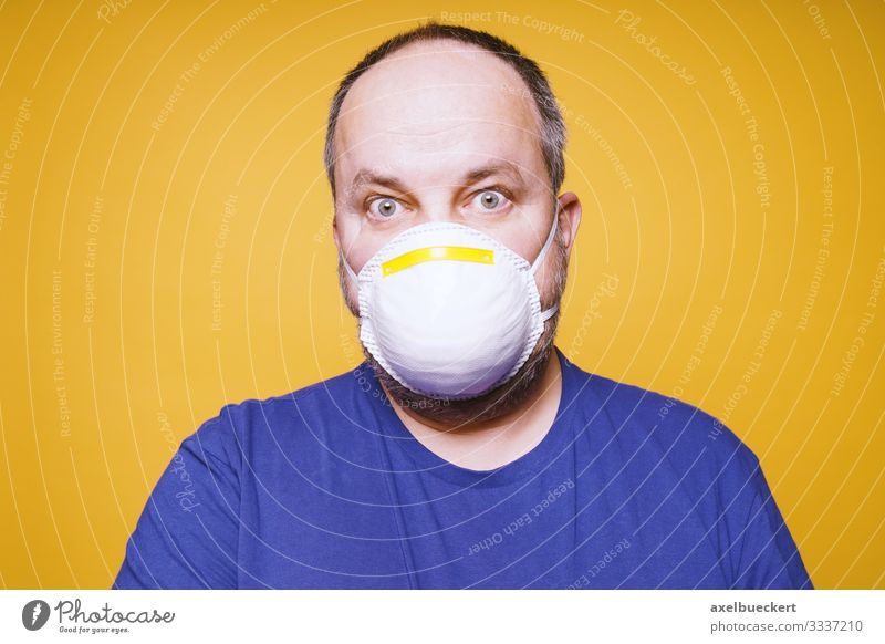 Man with mouth guard - Coronavirus hysteria Lifestyle Healthy Health care Illness Human being Masculine Adults 1 30 - 45 years 45 - 60 years Environment Fear