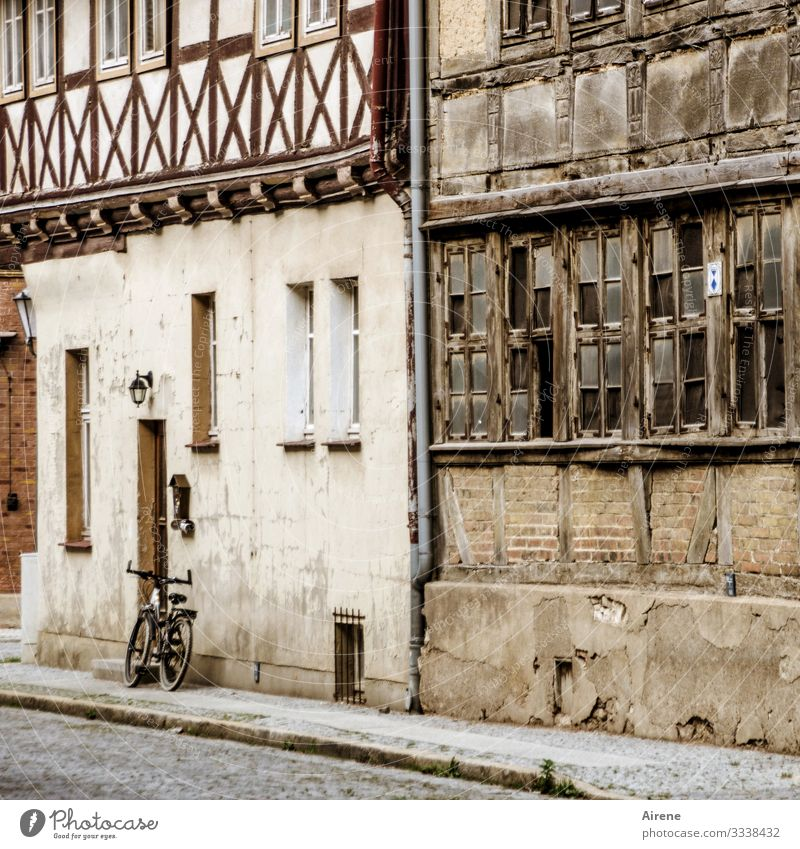 a bike all alone Long shot Day Colour Street Old town Peaceful Calm Renovated Historic Buildings Housefront Half-timbered facade Idyll Small Town Saxony-Anhalt