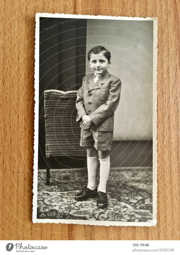 Ulli 19:53 Room Photographic studio School Student Human being Masculine Boy (child) Infancy 3 - 8 years Child Suit Brunette Part Looking Stand Wait Esthetic