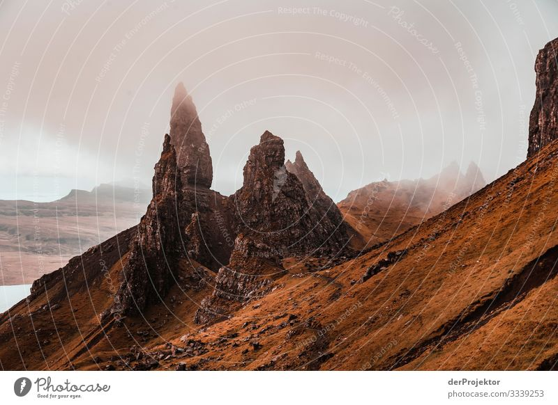 Old Man of Storr in the fog on Isle of Skye II Free time_2017 Joerg farys theProjector the projectors Front view Light Day Deep depth of field Copy Space middle