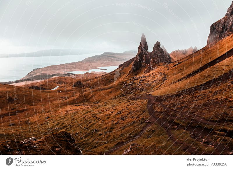 Old Man of Storr in the fog on Isle of Skye III Free time_2017 Joerg farys theProjector the projectors Front view Light Day Deep depth of field