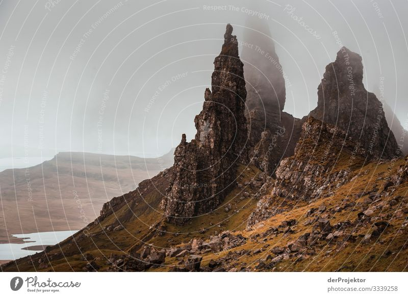 Old Man of Storr in the fog on Isle of Skye I Free time_2017 Joerg farys theProjector the projectors Front view Light Day Deep depth of field Copy Space middle