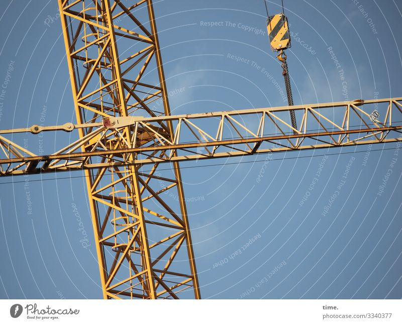 Sky Blue Town Yellow Work and employment Line Metal Communicate Power Esthetic Perspective Beautiful weather Tall Construction site Logistics Stripe