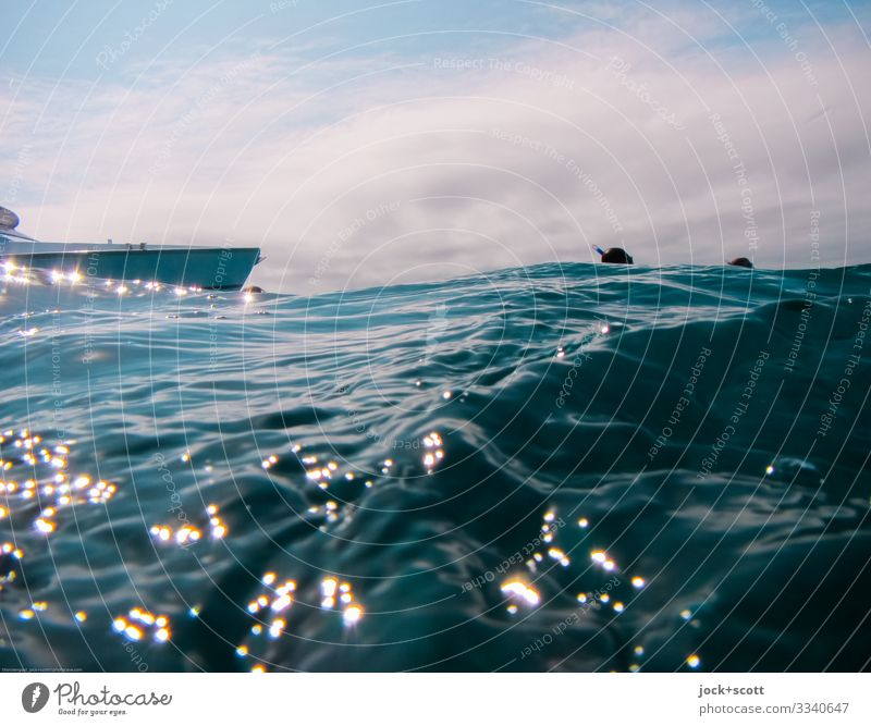 Waves and waves in the middle of the Pacific Ocean Snorkeling Trip Sky Clouds Beautiful weather Warmth Great Barrier Reef Dinghy Swimming & Bathing Above Moody