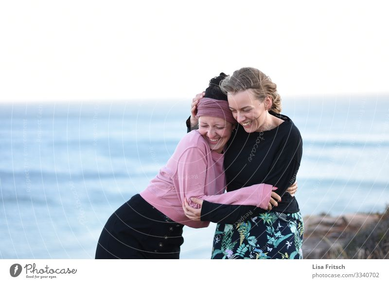 GIRLFRIENDS - SEA - WHAT COULD BE BETTER Vacation & Travel Tourism Woman Adults Friendship 2 Human being 18 - 30 years Youth (Young adults) Ocean Headscarf