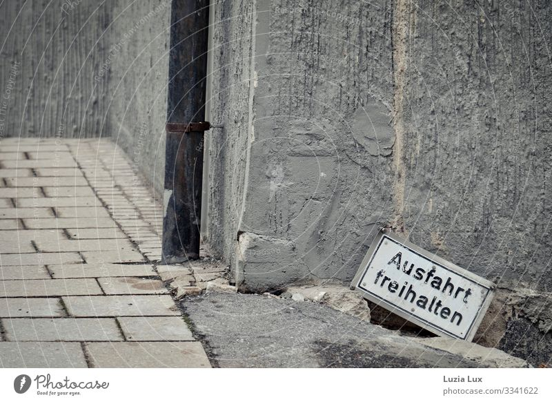 Keep exit clear Ludwigsburg Town Downtown Deserted Wall (barrier) Wall (building) Gloomy Gray Signs and labeling Highway ramp (exit) Rain gutter