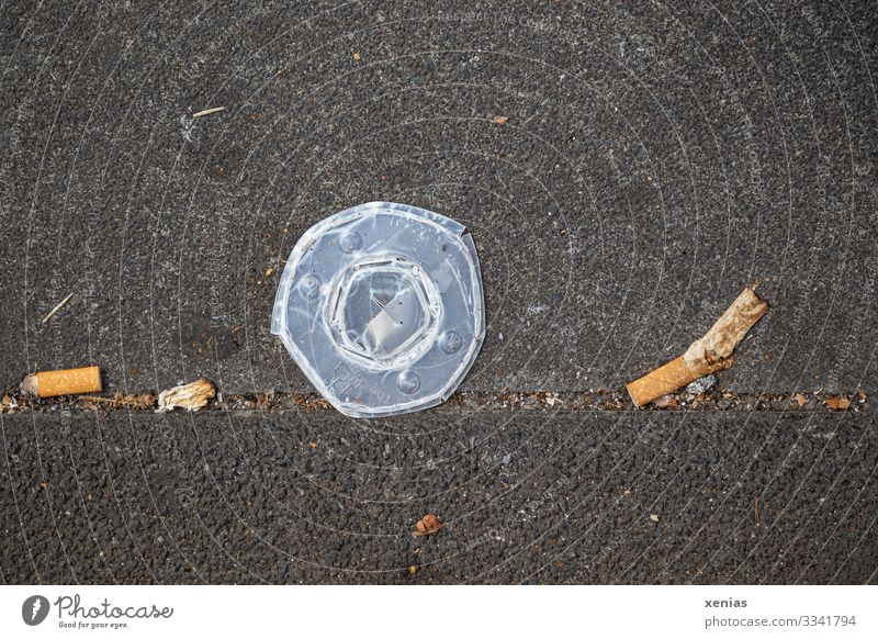 disposable lids, tipping, garbage on the sidewalk Beverage Mug Climate change Town Lanes & trails Sidewalk Comfortable Environmental pollution Trash