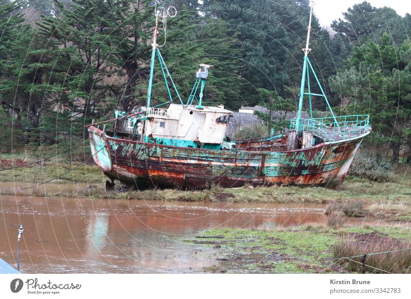 Shipwreck in the Bretagne Bay Fishing boat Wreck Old Transience Change Colour photo Exterior shot Deserted Long shot