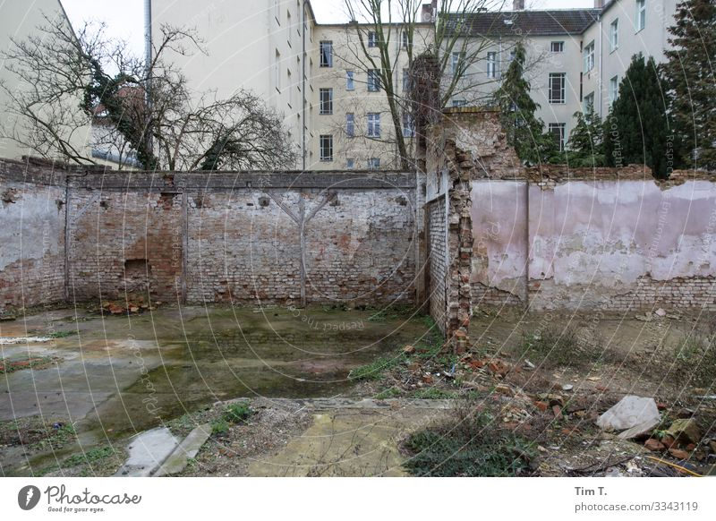 Berlin Weissensee Town Capital city Downtown Old town Deserted House (Residential Structure) Ruin Manmade structures Building Architecture Wall (barrier)