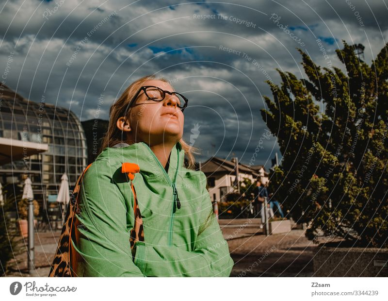 Woman enjoys the sun Town Village Sun To enjoy Sightseeing Storm clouds Sunbeam Warmth be comfortable Relaxation vacation holidays South relax Wait Jacket