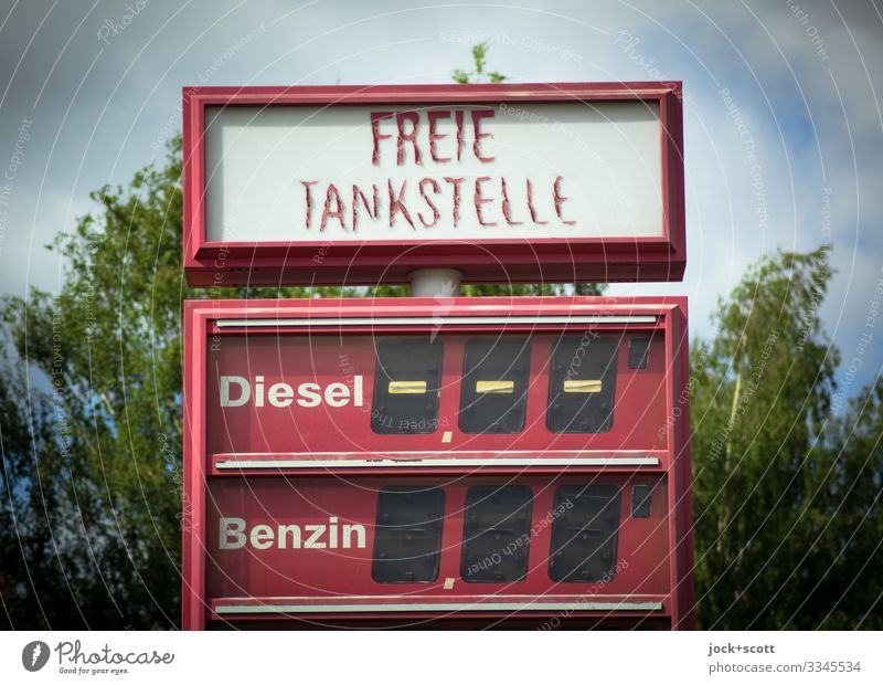 Free petrol station, diesel petrol and end Petrol station Energy crisis Tree Kreuzberg Price list Typography Gasoline Diesel Display Sharp-edged Broken Retro