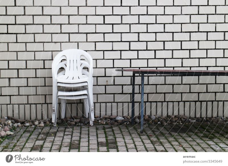 Nebensaison Lifestyle Living or residing Chair Table Plastic chair Wall (barrier) Wall (building) Colour photo Exterior shot Deserted Day
