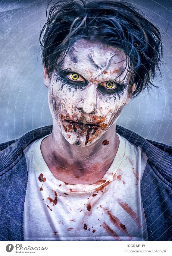 Halloween make-up Alcoholic drinks Cosmetics Lipstick Night life Party Music Hallowe'en Human being Masculine Head Hair and hairstyles Face Eyes 1 Aggression