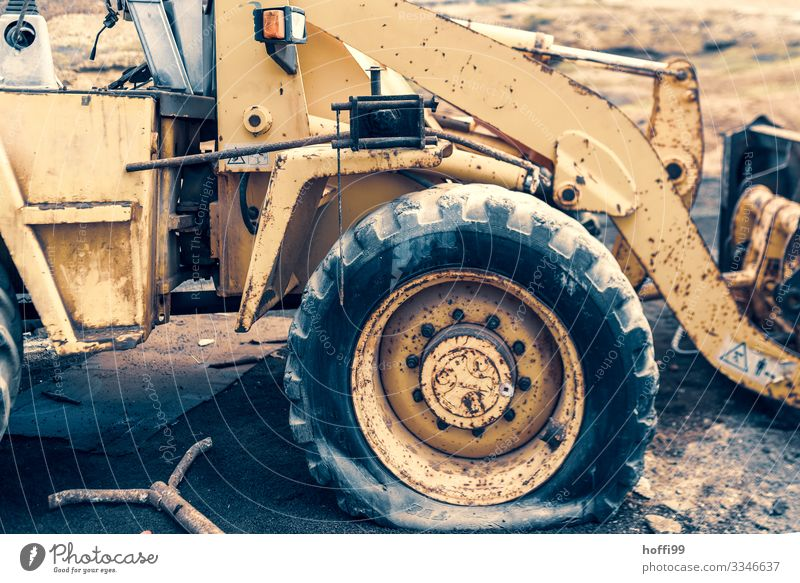 just flattened out Construction machinery Excavator Wheel loader Work and employment Wait Old Dirty Sharp-edged Broken Strong Dry Yellow Senior citizen Bizarre