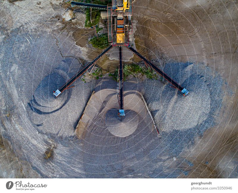 Sand Octopus Luxury Industry Craft (trade) Construction site Shovel Energy industry Coal power station Earth Stone Concrete Diet Distribute Equal