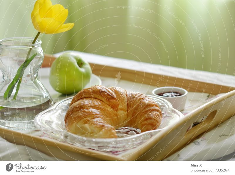 Breakfast Food Apple Dough Baked goods Croissant Jam Nutrition To have a coffee Crockery Bed Feasts & Celebrations Mother's Day Flower Tulip Delicious Sweet