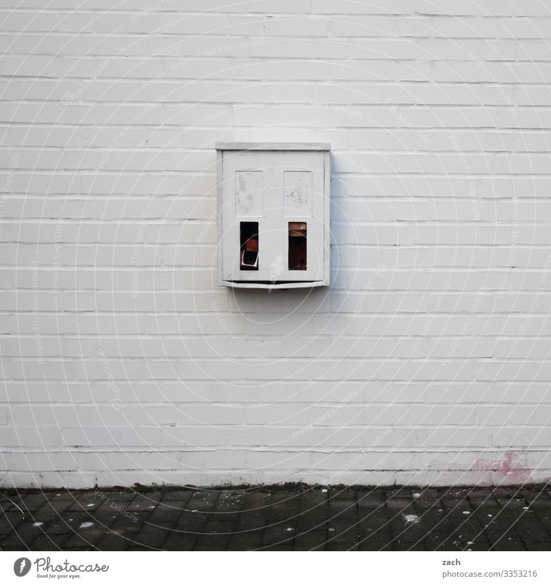 CAMOUFLAGE Vending machine Berlin Town Capital city Downtown House (Residential Structure) Manmade structures Wall (barrier) Wall (building) Facade Gray White