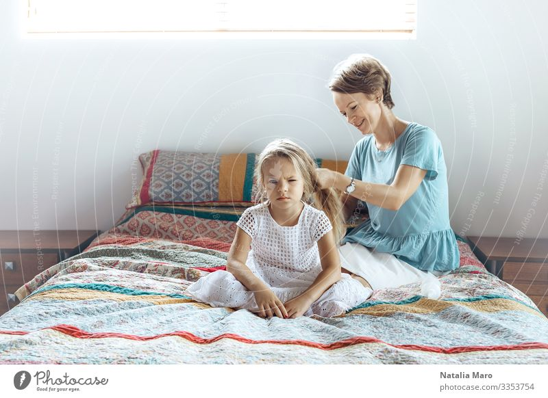 Mother and daughter, hair braid Lifestyle Happy Beautiful Hair and hairstyles Face Flat (apartment) Parenting Child Human being Woman Adults Parents