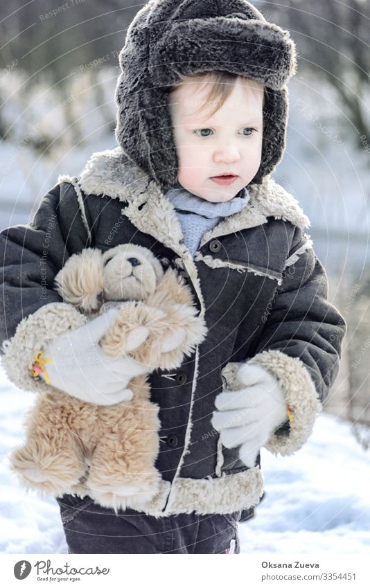 Baby in winter park Lifestyle Playing Winter vacation Child Boy (child) Brother Skin Head Face Eyes Nose Lips Chest Arm Fingers 1 Human being 1 - 3 years