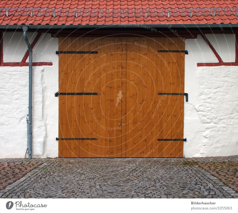 barn door Garage door Barn Storage shed Wooden gate Wooden board Shed Wooden door Wooden wall Hinge Door handle Facade Wall (building) Front door Main gate