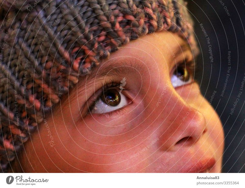 Ferris wheel in the eyes Joy Winter vacation Christmas & Advent Human being Child Girl Eyes 1 3 - 8 years Infancy Town Cap Illuminate Glittering Happy Tall