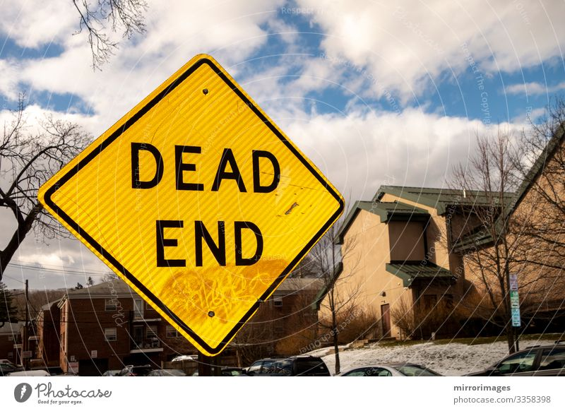 Dead end sign United States of America suburban street Lifestyle Vacation & Travel Living or residing Tool Sky Village Small Town House (Residential Structure)