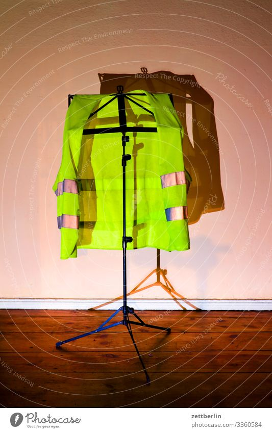 yellow vest Gilets jaunes Attract Dark Clothing Hallstand yellow west movement Hang music stand Stand Pillar Vest Safety Warning stripes Warning light
