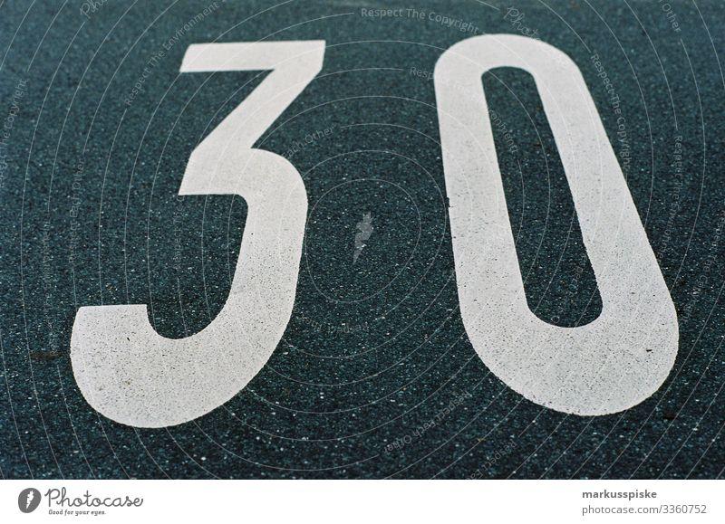 Straßenmarkierung Geschwindigkeitsbegrenzung 30 km/h Kodak Portra 400 Leica R7 analog film film scan film photography Markierung geschwindigkeit automotive